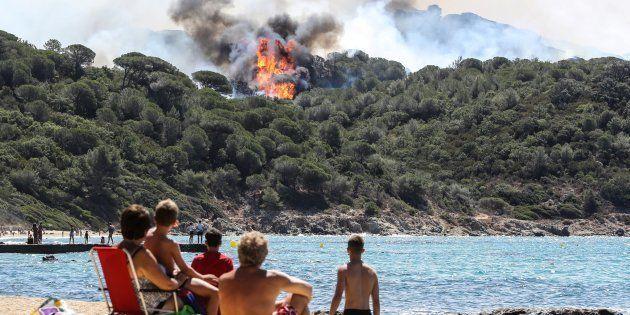 Des vacanciers à La Croix-Valmer, près de Saint-Tropez, le 25 juillet