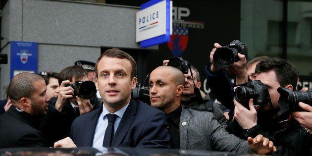 Le Président de la République a reçu Bono et va recevoir Rihanna à l'Élysée. Des policiers dénoncent...