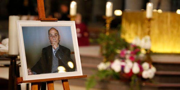 Une photo du père Jacques Hamel exposée dans la cathédrale de