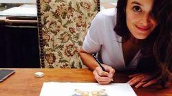 Crottes, lunes et coeurs... Charlotte Le Bon expose ses