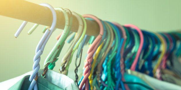 Donner les vêtements oubliés par ses clients aux SDF, la bonne idée du patron de pressing Stéphane
