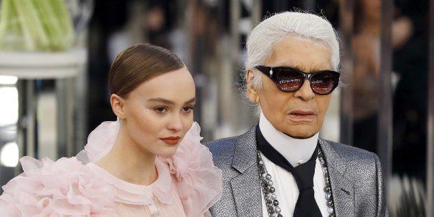 Lily-Rose Depp et Karl Lagerfeld au défilé Chanel mardi 24