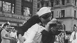 Mort de l'infirmière embrassée à Times Square sur la célèbre