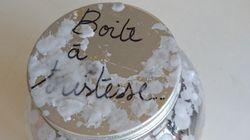 Boîte à tristesse et fleurs en papier... les Archives de Paris exposent les hommages des