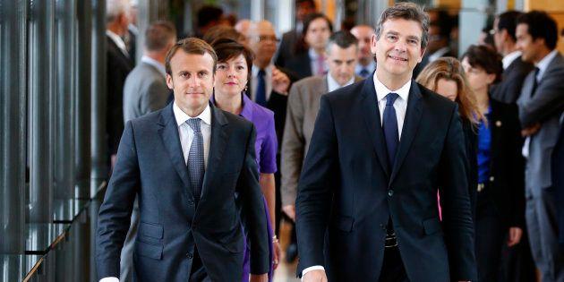 Arnaud Montebourg et Emmanuel Macron lors de la passation de pouvoir au ministère de l'Economie en