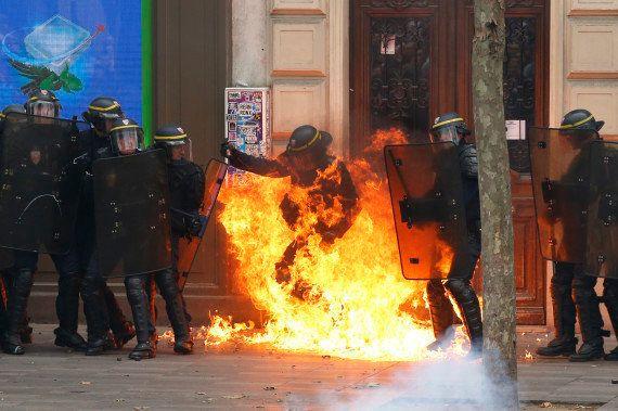 Un CRS brûlé à une jambe dans la manifestation anti-loi Travail de