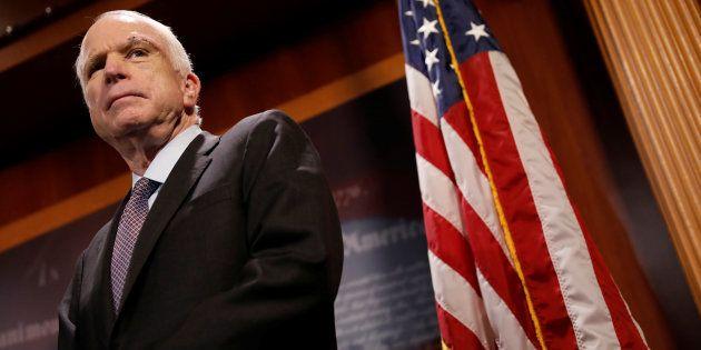 John McCain en conférence de presse le 27 juillet au Capitole à