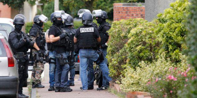 Deux hommes, proches du jihadiste Rachid Kassim, arrêtés dans le Jura et dans la