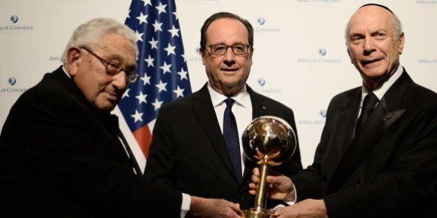 François Hollande reçoit son prix d'homme d'Etat