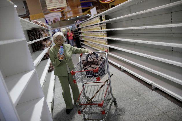 Un supermarché de Caracas, le 25
