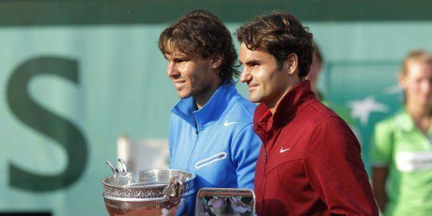 Rafael Nadal et Roger Federer à Roland Garros en 2011. AFP PHOTO / PATRICK KOVARIK / AFP PHOTO / PATRICK