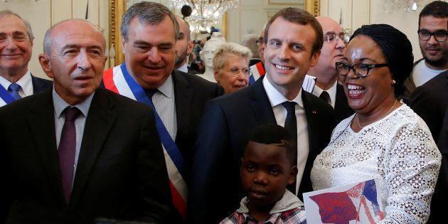 Gérard Collomb et Emmanuel Macron lors d'une cérémonie de naturalisation à