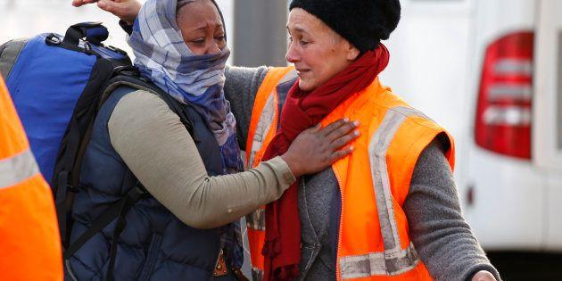 Migrants de Calais: Collomb change d'avis et annonce la création de deux centre dans les