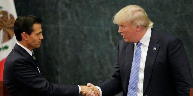 Donald Trump et Enrique Pena Nieto se serrent la main à Mexico, le 31 août