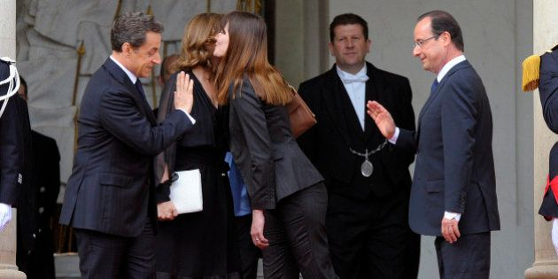 Sarkozy n'a toujours pas pardonné à Hollande son attitude pendant la passation de