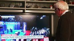 Cette photo de Bernie Sanders seul devant sa télé pendant le débat a attristé ses