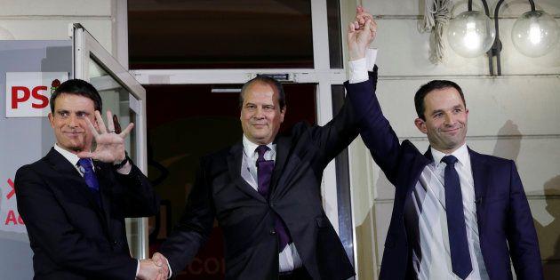Manuel Valls et Benoît Hamon sur le perron de l'Elysée après les résultats de la primaire de la