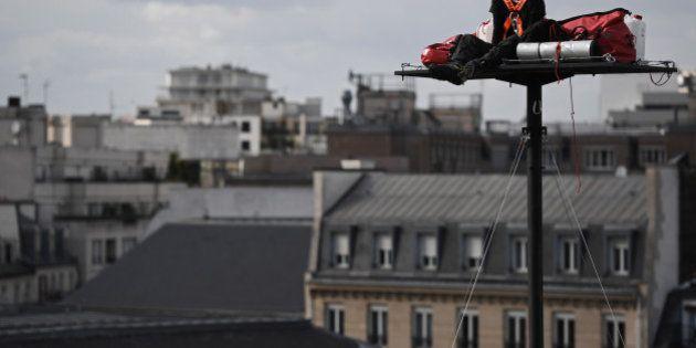 Pour la Nuit Blanche à Paris, il va passer 5 jours à 20m de haut devant la Gare de