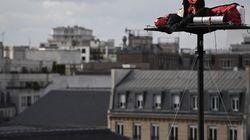 Il va passer 5 jours à 20m de haut devant la Gare de