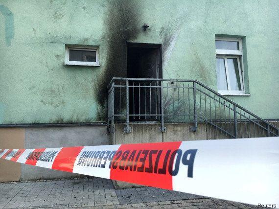 Deux bombes visent une mosquée et les célébrations de la fête nationale allemande à