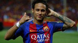 Neymar annonce son départ à ses coéquipiers du Barça, qui lui