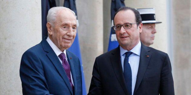 PARIS, FRANCE - MARCH 25: French President Francois Hollande (R) welcomes Former Israeli President Shimon...