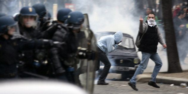Bayrou demande une enquête après le passage du livre de Buisson sur les émeutes aux