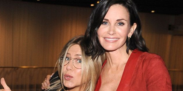 Courtney Cox en a marre que Jennifer Aniston soit associée au divorce de Brad Pitt et Angelina