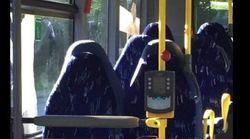 Des anti-immigrés se ridiculisent en confondant des sièges de bus avec des femmes en