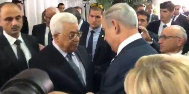Benjamin Netanyahu et Mahmoud Abbas se sont serrés la main aux obsèques de Shimon Peres (et cette fois...