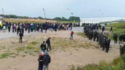 Violents heurts entre migrants et forces de l'ordre à Calais, 5 CRS