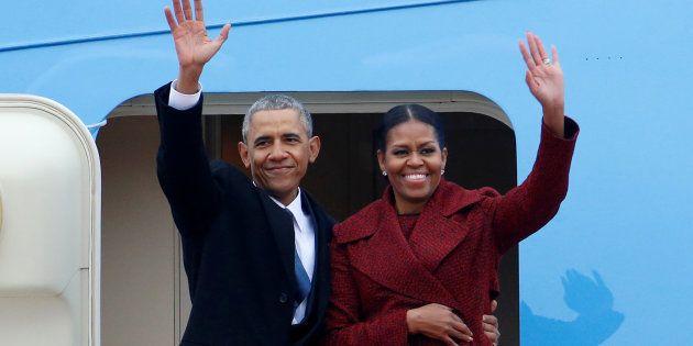 L'ancien Président et sa femme avant de monter dans le Boeing 747 pour se rendre à la base Andrew dans...