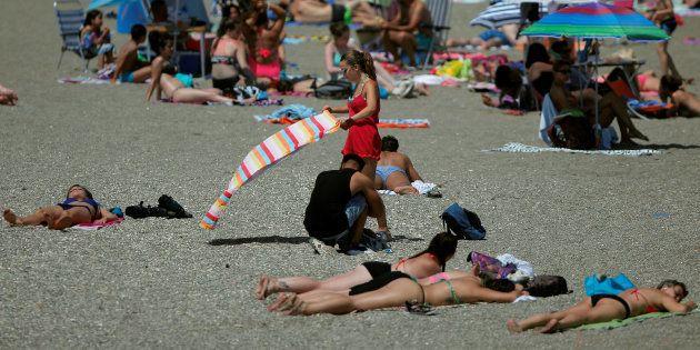 Pourquoi la lutte des Algériennes en bikini est également notre combat. (Photo d'illustration: une femme...