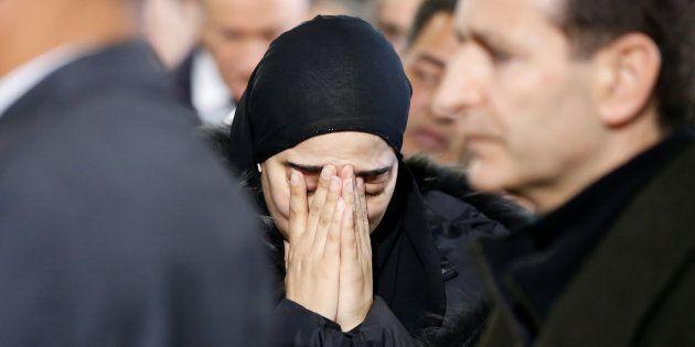Une femme en deuil lors de la cérémonie d'hommage aux trois victimes de l'attentat du centre culturel...