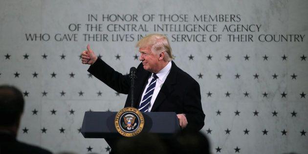 Donald Trump donne un discours lors d'une visite à la CIA à Langley, en Virginie, le 21