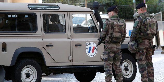 Des soldats de l'opération Sentinelle dans la rue de Levallois-Perret où leurs collègues ont été