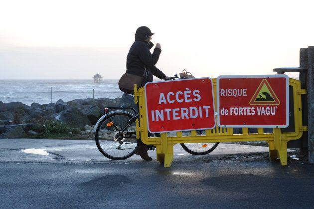 L'accès au bord de mer est restreint ce 3 février à La Rochelle, où de fortes rafales de vent sont