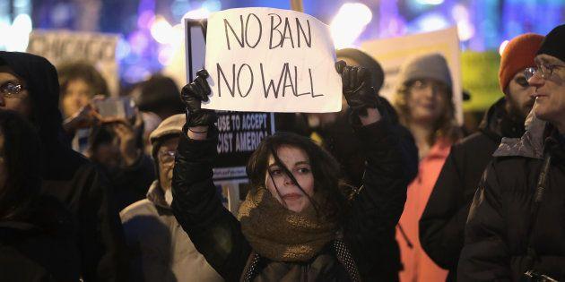 Des centaines de manifestants réunis contre
