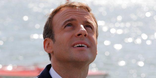 Emmanuel Macron en visite sur une base nautique le 3