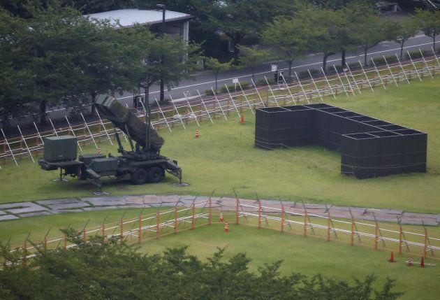 Une unité antimissiles devant le ministère de la Défense à
