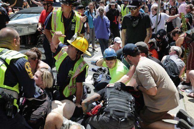 Charlottesville: une voiture percute des manifestants anti-racisme, des