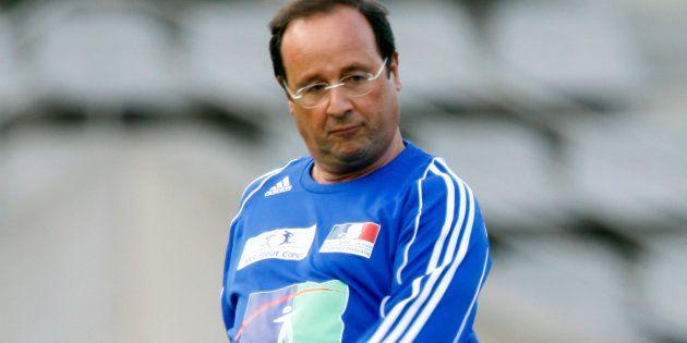 François Hollande aurait bien aimé être avant-centre de l'équipe de France de