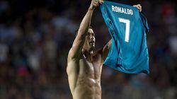 Ronaldo moque Messi en montrant son maillot avant de se faire
