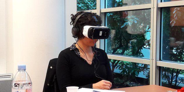 En plein test de réalité virtuelle.