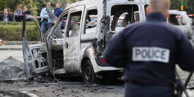 Une voiture de police brûlée lors de l'agression du 8 octobre 2016 à Viry-Chatillon en