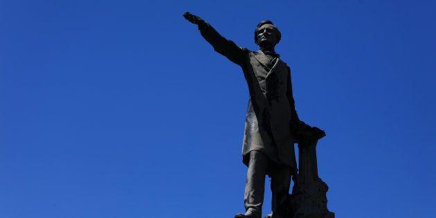 Charlottesville: la pression monte sur les statues