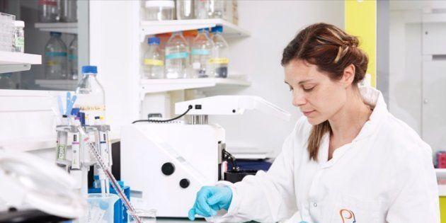 Christiane Schreiweis dans un laboratoire de l'Institut du cerveau et de la moelle épinière à Paris.