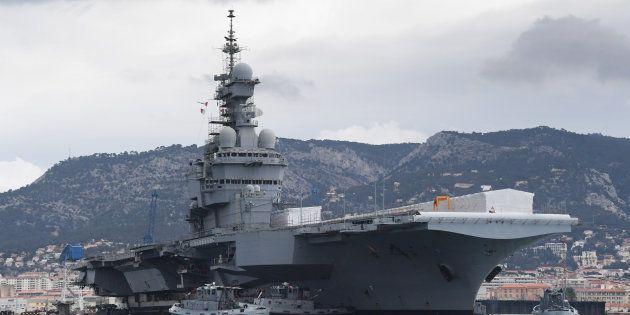 Le Charles de Gaulle, seul porte-avions français, mis en cale sèche ce mercredi à Toulon pour les 18...