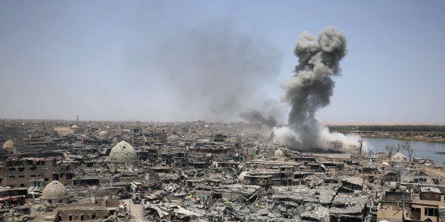 Un bâtiment de Daech visé par une frappe de la coalition internationale à Mossoul en Irak le 9 juillet