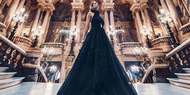 Cette artiste photographie des femmes vêtues de robes magnifiques dans des lieux